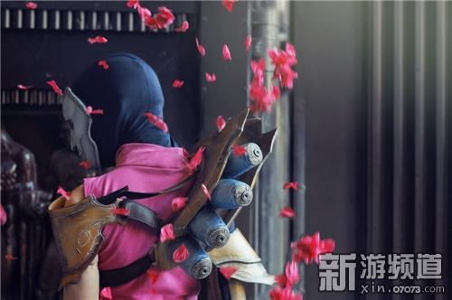 COS英雄联盟戏命师烬 身材高挑造型传神